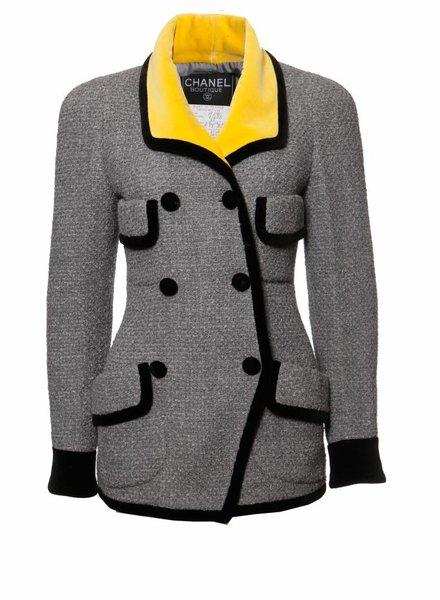Chanel Chanel, vintage grijze blazer met tweeloops rijn knopen en accenten in geel en zwart fluweel in maat 38FR/S.