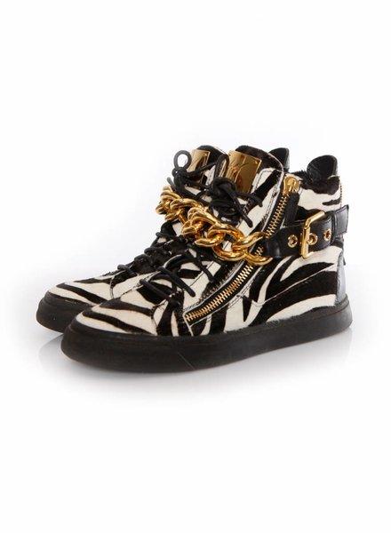 Giuseppe Zanotti Giuseppe Zannoti, Ponyhair sneakers in zebraprint met goud kleurige ketting in maat 39.