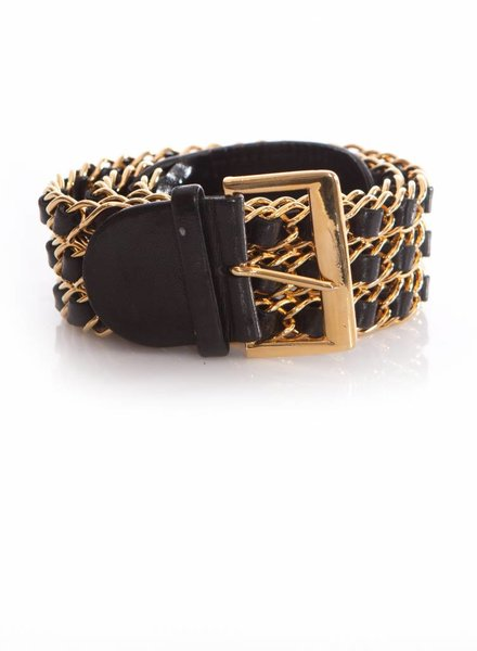 Chanel Chanel, black leather waist belt woven into a gold chain in size 70/28.