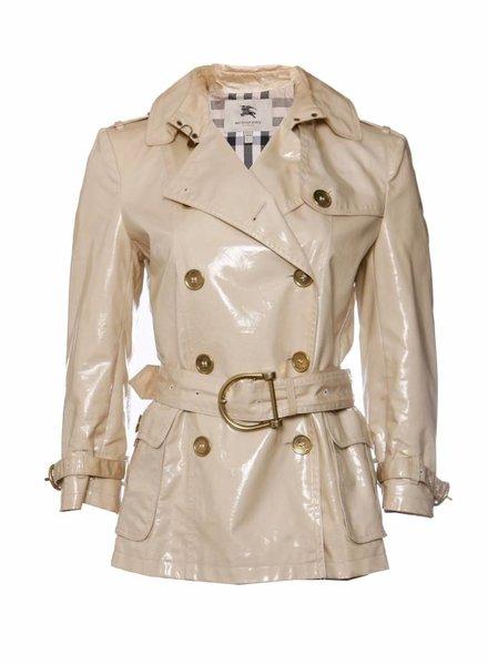 Burberry Burberry, beige gelamineerde gabardine jas met tweeloopsrij knopen in maat IT42 / S.