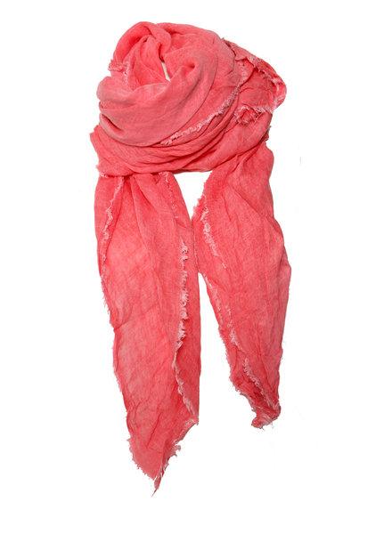 Faliero Sarti Faliero Sarti, roze sjaal met onafgewerkte randen.