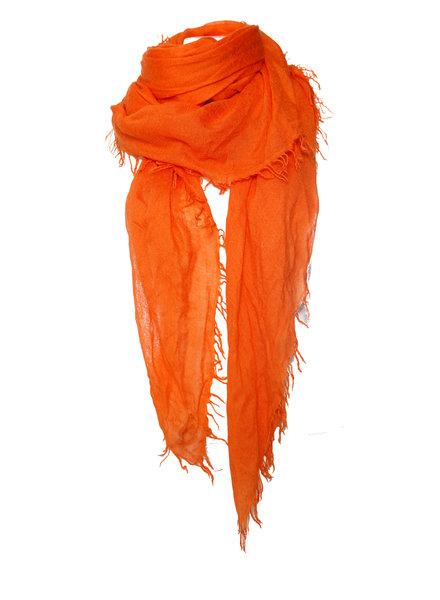 Faliero Sarti Faliero Sarti, Oranje shawl met franjes.