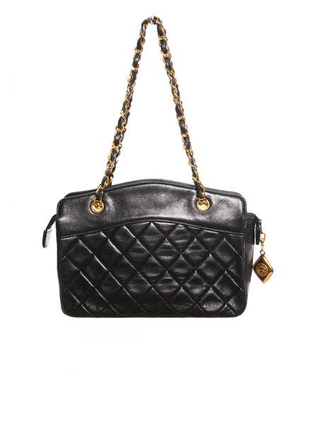 Chanel Chanel, Vintage mini-zwarte lamsleren gewatteerde handtas met gouden hardware.