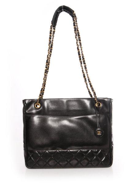 Chanel Chanel, vintage zwarte gewatteerde kalfsleren shopper / schoudertas met gouden hardware.