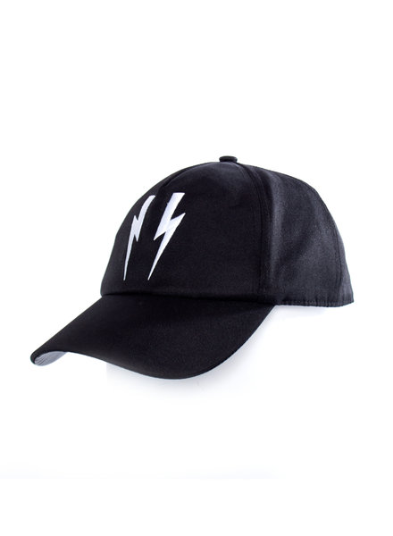 Neil Barret Neil Barret, black cap with embroidered lightning in white in size 8/kids.