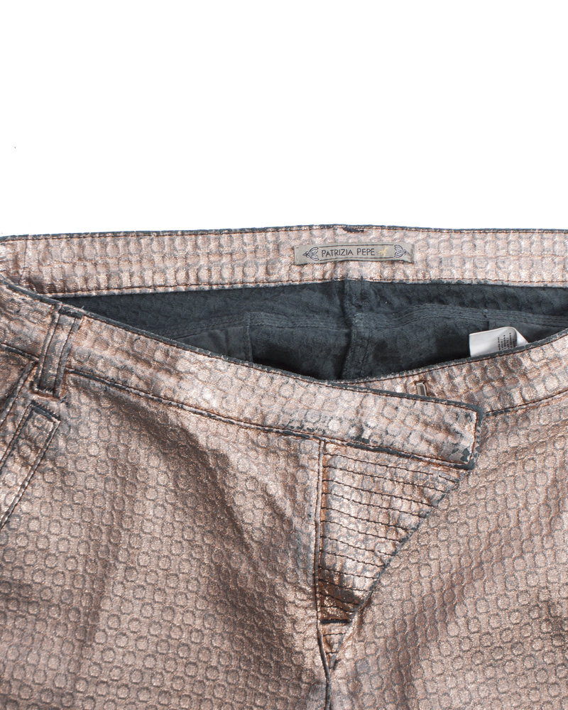 Patrizia Pepe Patrizia Pepe, Metallic coated pink pants with chains on the back pockets in size 26/XS-S.