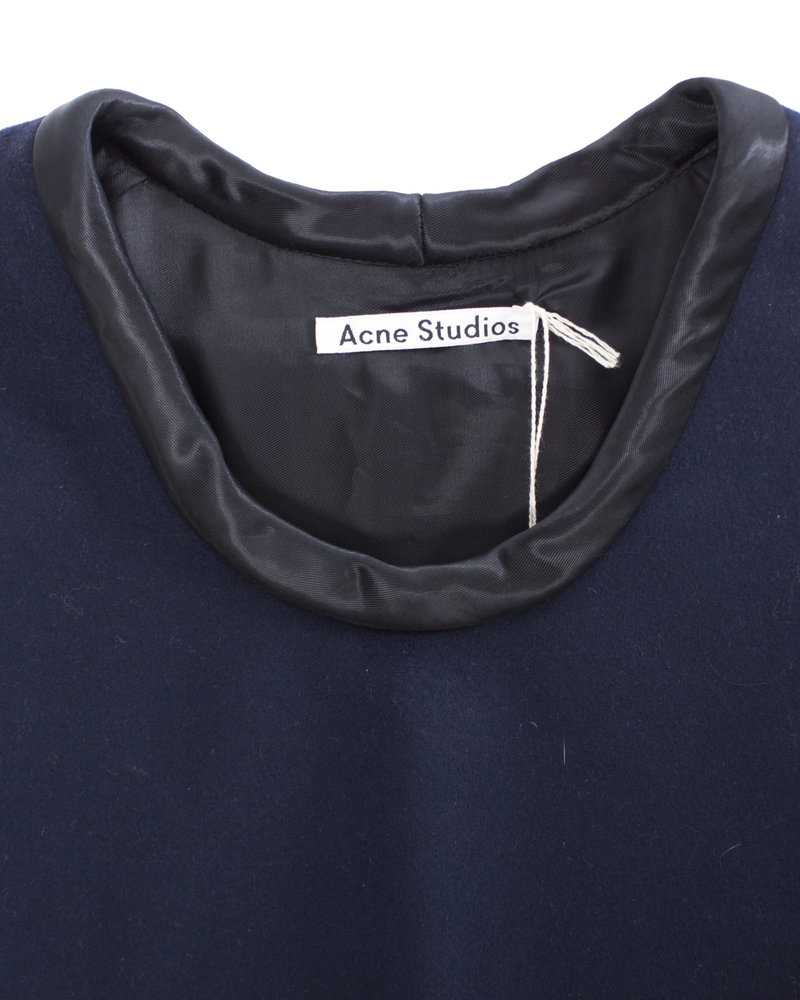 Acne Acne, double layered wool top in size 36/S.