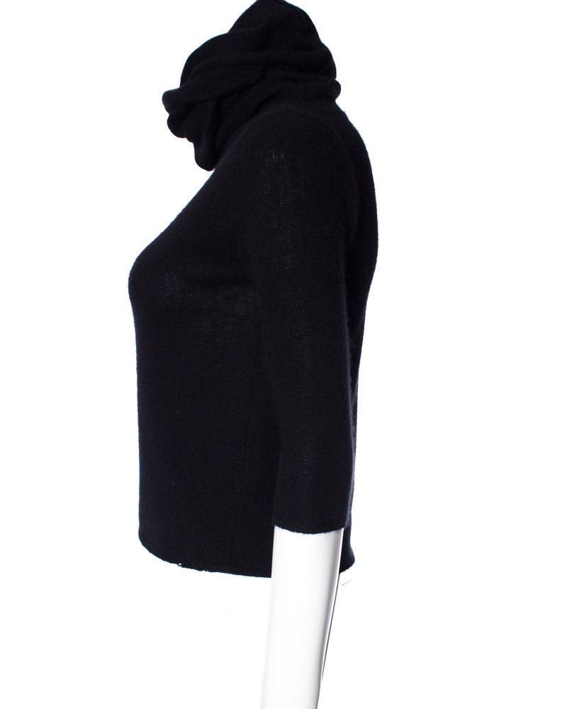 Joseph Joseph, Black cashmere top with extra long turtleneck in size S.