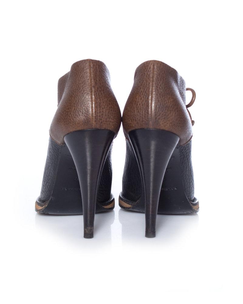 Balenciaga Balenciaga, Kaki/black leather lace-up ankle shoots in size 37.