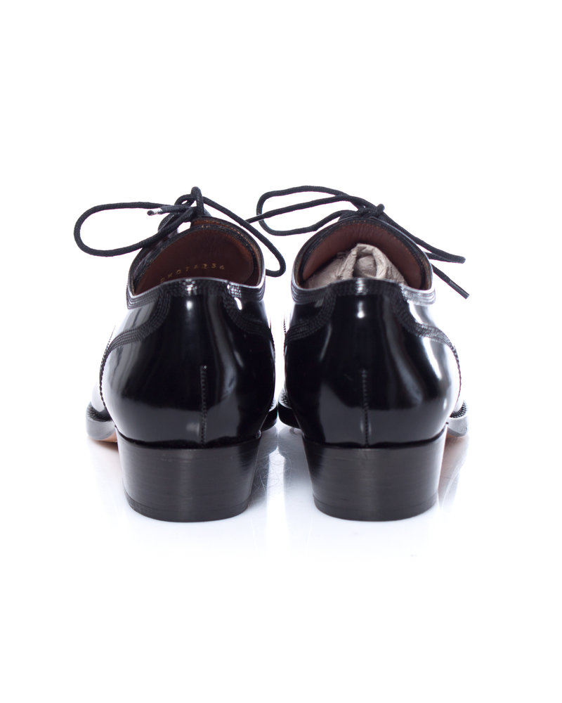Valentino Valentino, Black patent leather lace-up oxford shoes in size 36.
