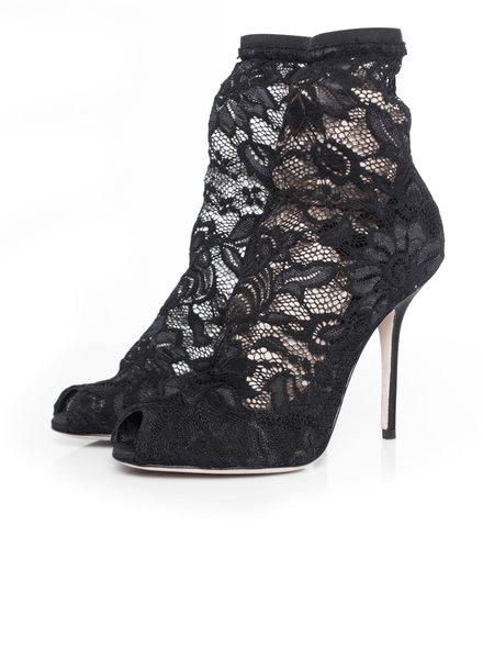 Dolce & Gabbana Dolce & Gabbana, enkellaarzen van stretch kant met peep-toe in maat 37.