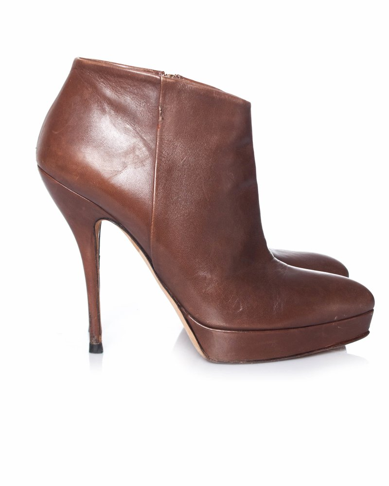 Gucci Gucci, Brown leather platform ankle boots.