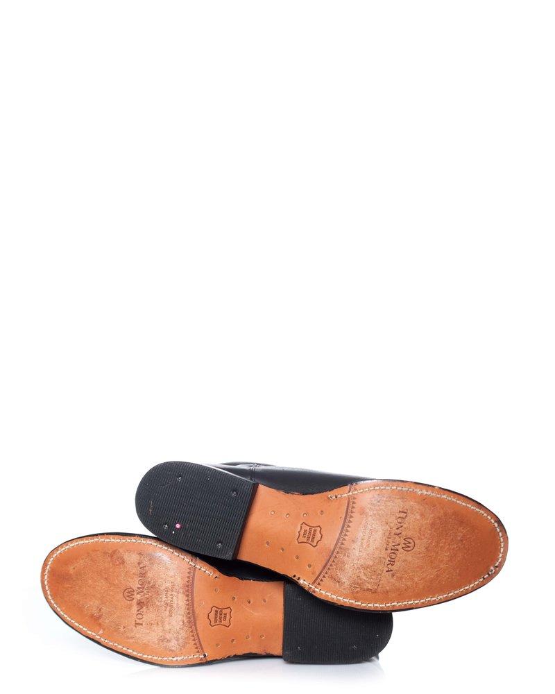 Tony Mora, zwarte leren laarzen met adelaar.