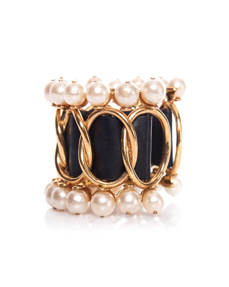 Chanel Chanel, Faux Parel met leer armband.