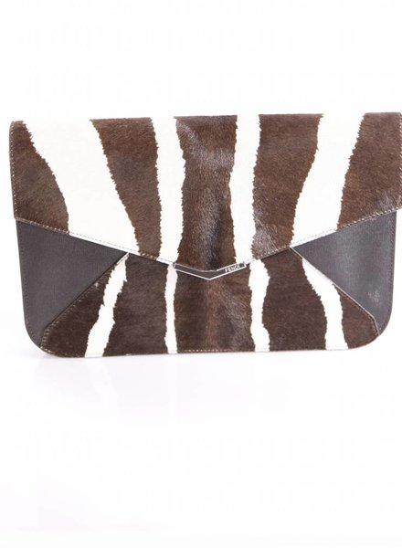 Fendi Fendi, bruin/creme leren clutch tas in dieren print met gouden metaal.