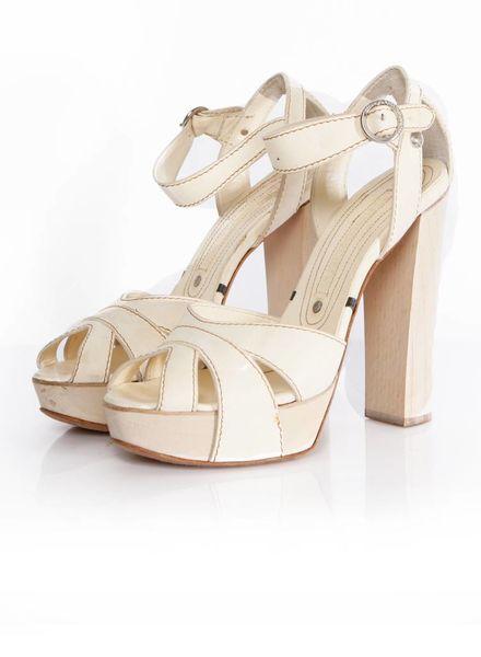 Gianmarco Lorenzi Gianmarco Lorenzi, gebroken wit leren sandaal.