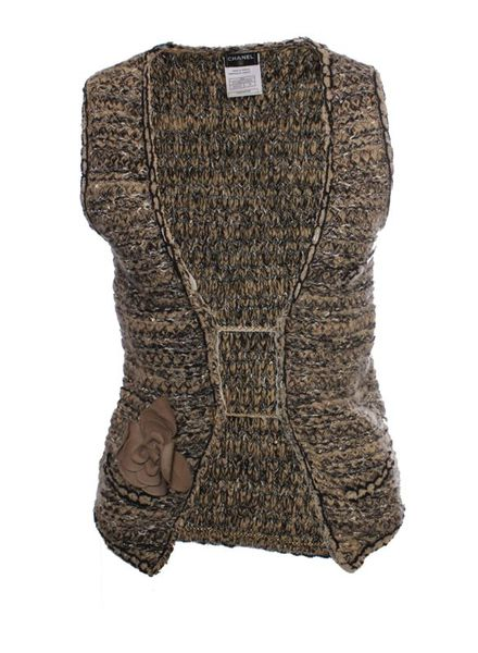 Chanel Chanel, light brown bouclé vest with gold buttons and leather flower decoration in size 38/M.