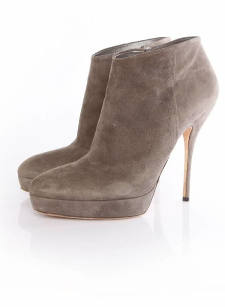 Gucci Gucci, Grey suede anklebooties with platform in size 40.