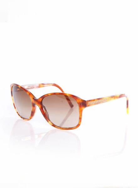 Chanel Chanel, bril in lichtbruin schildpaddenprint met goude details langs de zijkant.