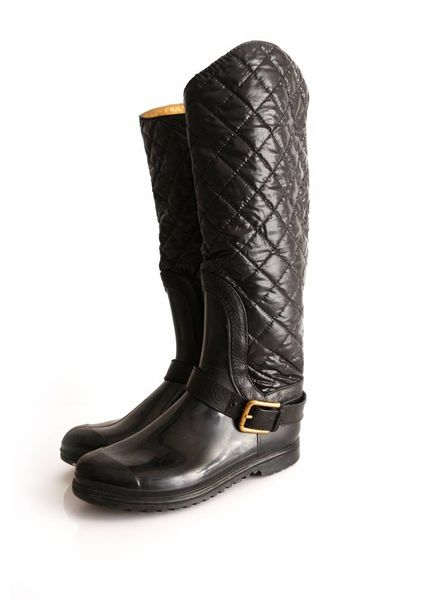 Burberry Burberry, quilted rainboots with nylon and bronze coloured leather lining in size 39.