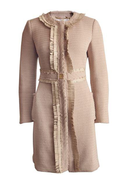 Elisabetta Franchi Elisabetta Franchi Gold, beige jas met gouden details en leren franjes in maat 40IT/XS.
