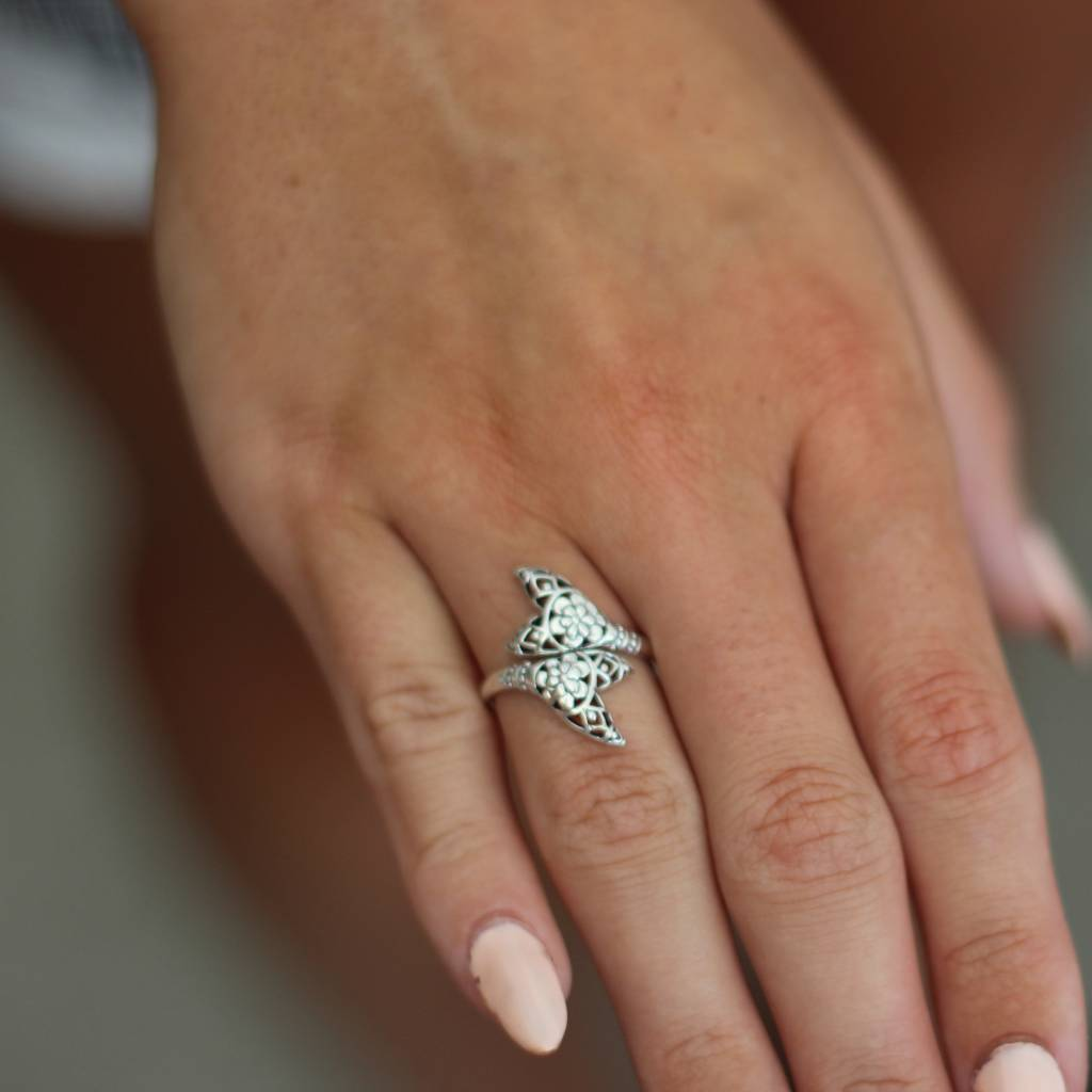 Midsummer Star Whale tail ring