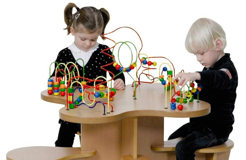 Kinderspieltische für Spielecken