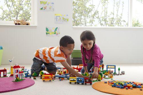 inrichten klaslokaal met constructie speelgoed