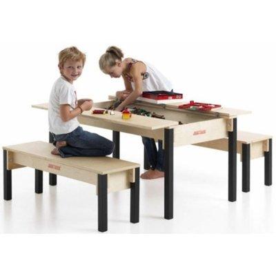 Holztisch für Kinder