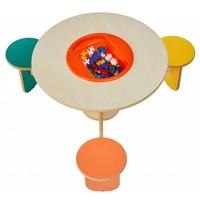 Speeltafel met 3 gekleurde stoeltjes
