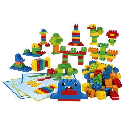 Table LEGO DUPLO avec chaises en bois