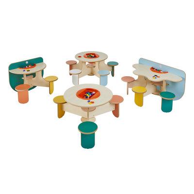 Speeltafel met 5 stoeltjes