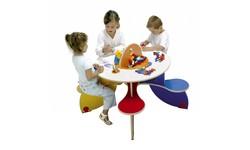 Kinder speeltafel met stoeltjes