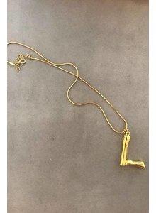 Adamarina L - Colgante letra dorado con cadena