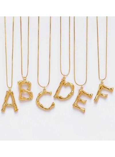 Adamarina F- Colgante letra dorado con cadena
