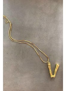 Adamarina V - Colgante letra dorado con cadena