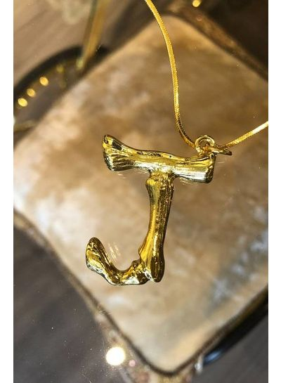 Adamarina J - Colgante letra dorado con cadena