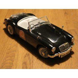 Revell Messemodell 2004 MGA Roadster (schaal 1:18)