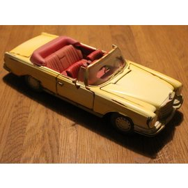 "Maisto 32103 1967 Mercedes-Benz 280SE ""Old Friends"" (schaal 1:18)"