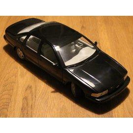UT Models UT0597 1996 Chevrolet Impala SS (schaal 1:18)