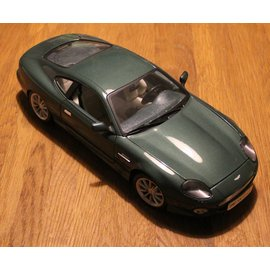 Maisto 36880 Premiere Edition Aston Martin DB7 Vantage (scale 1:18)