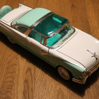 Ford 92138 1955 Ford Fairlane Crown Victoria (scale 1:18)