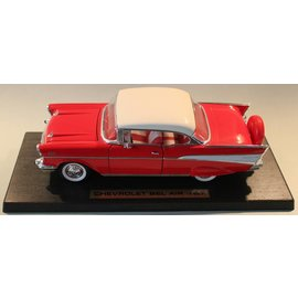 Road Legends 92109 1957 Chevrolet Bel Air (schaal 1:18)