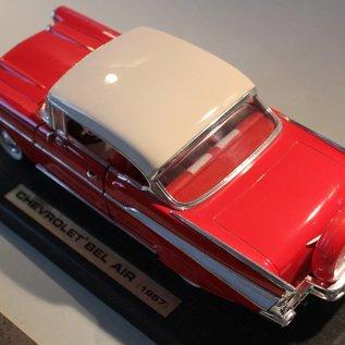 Road Legends 92109 1957 Chevrolet Bel Air (Massstab 1:18)