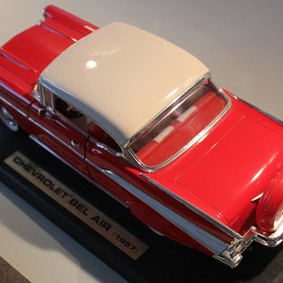 Road Legends 92109 1957 Chevrolet Bel Air (scale 1:18)