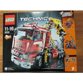 Lego 8258 grote 4 assige truck met kraan ** Collectors item **