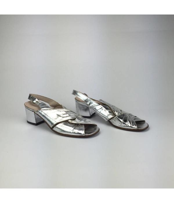 Tientje of minder Zilveren glanzende sandalen (38)