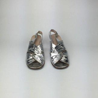 Tientjes Zilveren glanzende sandalen (38)