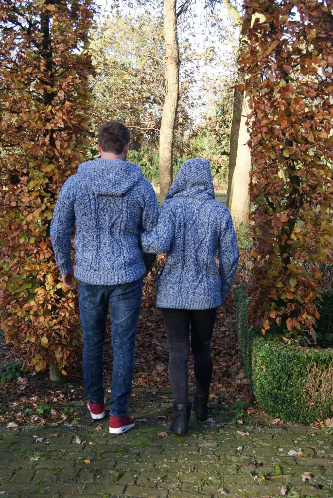 "Portugesewol  ""Gaula"" knitted wool cardigan with knitted cables, double closure and hat."