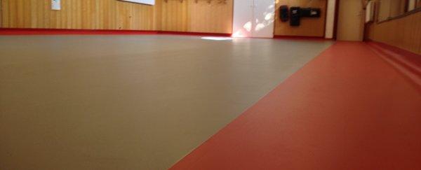 TE KOOP: 2e hands dekzeil voor judomat 14 x 14 m! nauwelijks gebruikt.